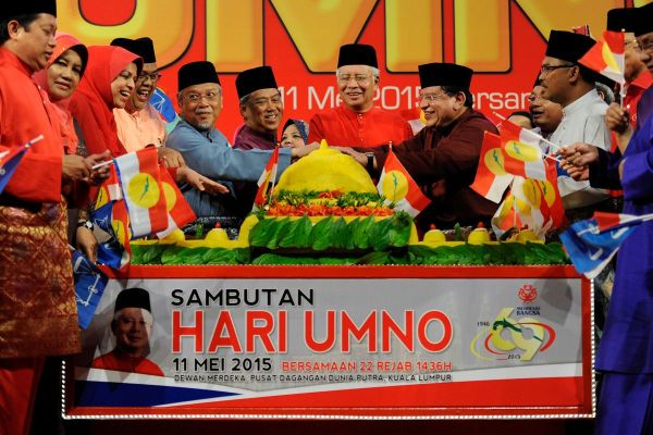 Malaysian Prime Minister Najib Razak (C) and his deputy Muhyiddin Yassin (6th L) cut a yellow rice along with other party's leader during the United Malays National Organisation (UMNO) 69th anniversary at Putra World Trade Centre in Kuala Lumpur on May 11, 2015. The Malaysian Insider/Najjua Zulkefli